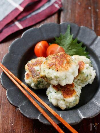 はんぺんチーズだけでも美味しいですが、余った青のりを加えてのり塩味にしてもGOOD!ビニール袋で材料を揉んで焼くだけの手軽さは、お弁当のおかずやあと一品に役立ってくれます。