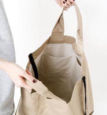 中にはポケットが付いていて、大きいバッグでも小物が迷子になりにくい。開口部には紐が付いていて、結ぶことができます。