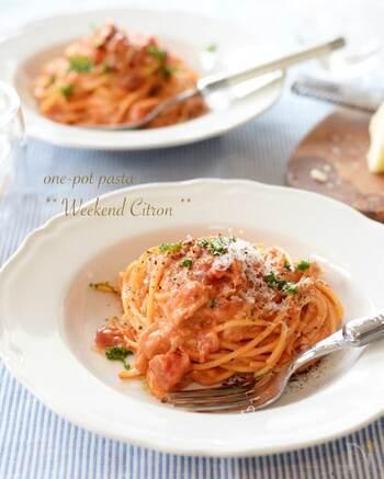 フライパンひとつで作れるワンパンレシピは忙しい人の味方♪トマト缶とツナ缶のストック食材が大活躍します。手軽に作れるのに手抜きに見えない、作る人も食べる人も満足できるレシピです。