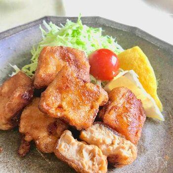 豆腐とは思えないジューシーな唐揚げは、お弁当やおやつにと、食べ盛りのお子さまにも大人気。下味をしっかりつけることで一層本物そっくりの味わい深さを感じられます。
