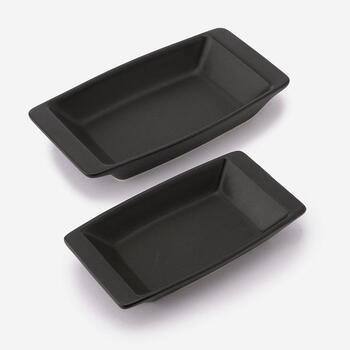 併せて、同シリーズのスタイリッシュな耐熱グラタン皿もご紹介。大皿ではなく、ひとりひとりに振舞うオーブン料理にぴったり。深さがあるので、カレーライスの器など、日常使いもできそうです◎