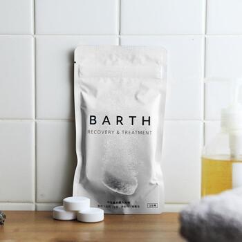炭酸泉の効果をお家のお風呂で体験できる入浴剤。重炭酸イオンが湯中に長くとどまる入浴剤は、血行を促進し代謝を促して老廃物を流してくれます。お肌や内臓、髪までケアできる全身美容液のような入浴剤です。