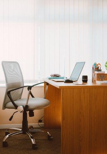 リフレッシュ&仕事の効率UPも期待!《椅子に座ったままできるストレッチ》