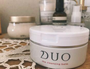 クレンジングや洗顔、マッサージだけでなく、角質ケアやトリートメントまで、なんと5つの機能をそなえた「DUO」のザ クレンジングバーム。  (編集部撮影画像)