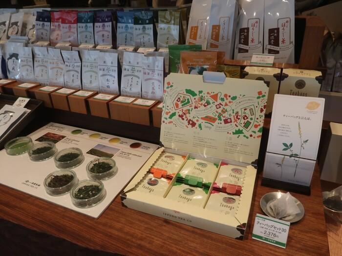 ティーバッグのセットも人気です。急須を使わずに日本茶を楽しめるので、ひとり暮らしの方へのギフトにもぴったりです。