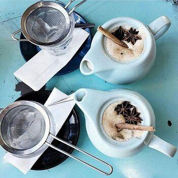 目が細かく、茶葉やスパイスをしっかりキャッチできる茶こしです。チャイポットと一緒に使うのにちょうど良い大きさ。ステンレスなのでお手入れも楽々です♪