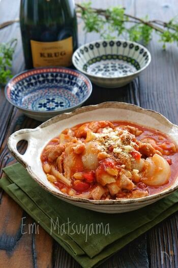 コトコト煮込んで作るトマト煮も、レンジで簡単にできます。大豆の水煮をプラスすることで、動物性と植物性の両方のタンパク質を摂ることができる体のことを考えたレシピです。