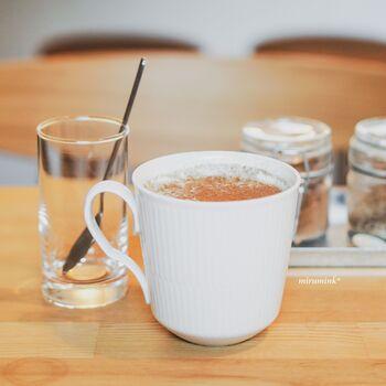 基本の「チャイラテ」は、10種類のスパイスが使われていて贅沢な味わい。スパイス好きにはたまりませんね!お好みで黒糖とシナモンをプラスできます。他にも、セイロンやほうじ茶、塩きなこミルクなどチャイの種類が豊富です。