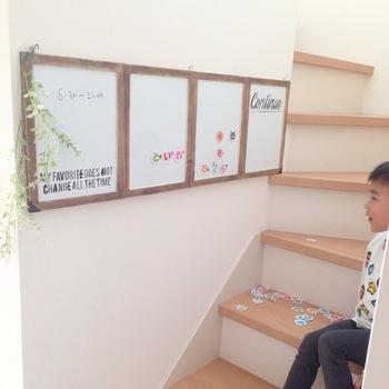 家族の伝言板・ 掲示板用として、大きなホワイトボードを掲げても◎ 自ずと絵を描いたり、だれかの絵にさらに描き加えたり・・・創造性が豊かになるきっかけがいっぱいです。