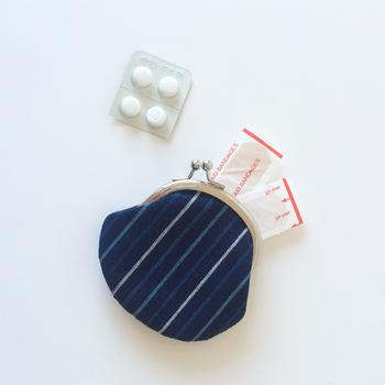 お薬や絆創膏の携帯に。がま口ならパチンと閉まるから閉め忘れもありません。