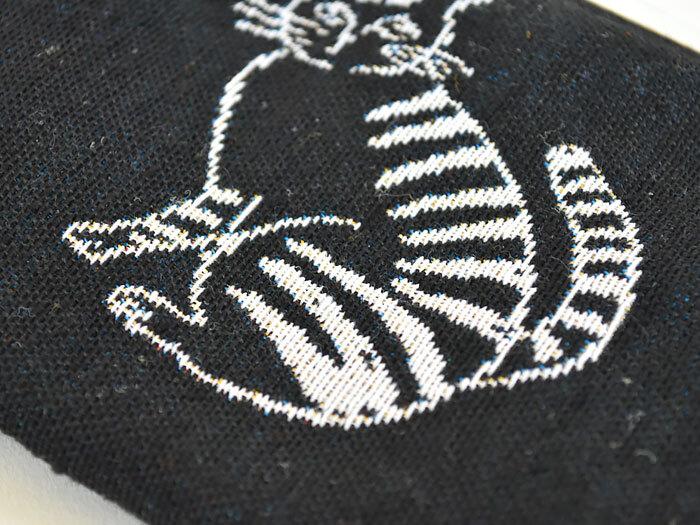 こちらも織りでイラストが表現されていて、ほっこりとした雰囲気が漂います。