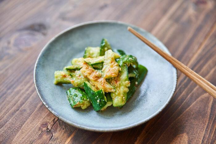 きゅうりと豆板醤、すりごまがあれば、後はみそ、みりん、酢、ごま油などお家にある調味料で簡単に作れる「たたききゅうり ピリ辛ごまみそ和え」。きゅうりの代わりに、大根やキャベツなどお好みの野菜や、余っている野菜で作れるのも◎。お家にある野菜で色々試してみてはいかがでしょうか。