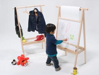 子供はお絵かきが大好き。大きな紙を用意して、子供が好きなときに、思いのままに描けるようにしておくと、傑作ができあがるかもしれません。描き終わったら、どんなものを描いたのか、どういう思いで書いたのか、聞いてみるといいですね。