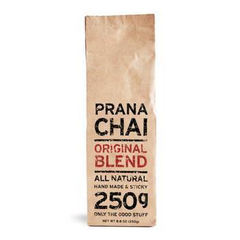 PRANA CHAIの魅力をストレートに感じられる看板商品です。世界各地のスパイスと、オーストラリア産のはちみつで満足感の高い一杯に。定番の煮出しだけでなく、ストレートや水出しもおすすめです。