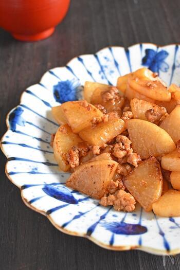 フライパンで5分の簡単レシピ。味つけもオイスターソースとおろしにんにくのみなので、シンプルで覚えやすいです。にんにくがきいた、ご飯に合うおかずになりますよ。