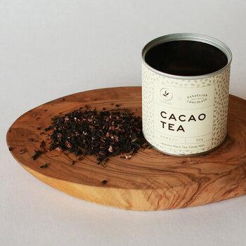 和紅茶専門店とチョコレート店がコラボレーションして作った紅茶です。豊かなカカオの香りの紅茶はミルクティーのためのブレンド。小鍋で煮たててゆっくりと淹れよう。