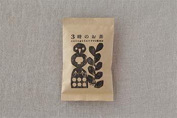 鹿児島県知覧産の茶葉を使った、鮮やかな緑色が美しいお茶です。スッキリした香りと柔らかな甘み、ほんのりとした苦みが特徴です。さっぱりとしていて、洋菓子にも和菓子にも好相性。