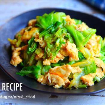 キャベツと卵だけで作る超簡単な節約レシピ。 砂糖・オイスターソースなどでしっかりと味付けしているため、ご飯もどんどんすすみます♪たくさんのキャベツを摂取できるのも嬉しいポイントです。