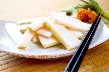香り高く、フレッシュな味わいを楽しめるのは旬の季節だけ。うどを使って、春らしい素敵な食卓を演出してみてくださいね♪