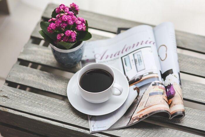 お気に入りのコーヒーや、フレーバーティーなどで休憩を。パソコンの画面から目をそらして、遠くの風景を眺めてみるのもいいかもしれません。