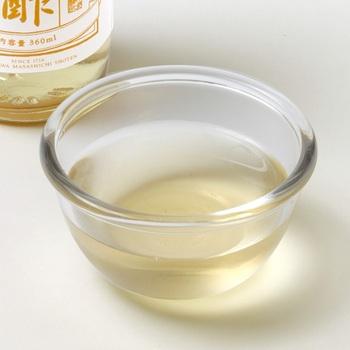 酢味噌和えでいただくときは、みそ、砂糖、酢、水をしっかりと混ぜ合わせ、食べる直前に和えるようにしましょう。酢味噌で和えて置いておくと、うどから水分が出て、水っぽくなってしまいます。