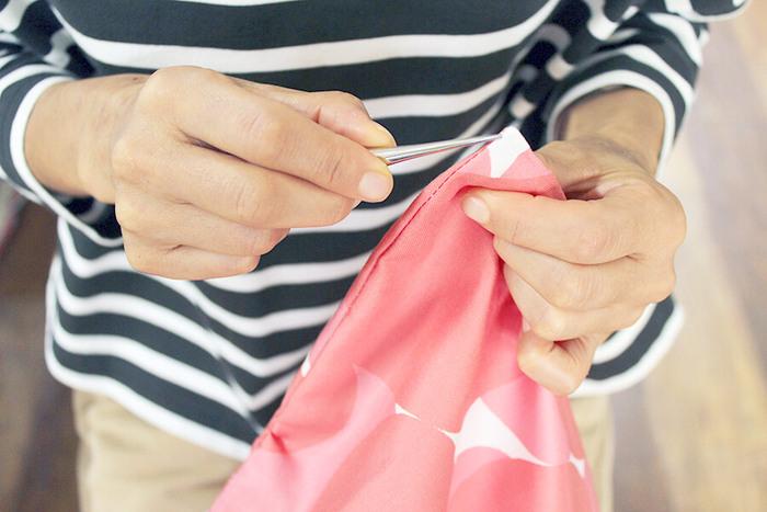 お好みの布でつくったクッションカバーは、愛着もひとしお。さまざまな素材・柄の布で、洗い替え用のカバーをたくさん作るのも楽しいかもしれませんね。