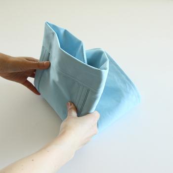 容量たっぷりですが、折り畳めばコンパクトに。男女問わずに使える爽やかなライトブルーが素敵♪