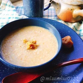 米麹の代わりに玄米麹、白米の代わりに玄米のご飯をの使った甘酒。優しい甘みの味わい深さが、からだにしみわたります。