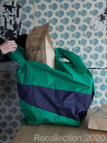 シンプルだけど印象的な配色、デザインの「スーザンベル」。エコバッグに特化して20年のブランドです。リサイクル素材のナイロンで作られており、パッケージも紙に変更されました。地球環境をよりよくするために持つエコバッグなので、バッグ自体もそういうものでありたいですよね。