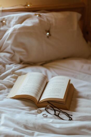 1日の終わりに、あたたかい10分間。幸せな眠りにいざなう8冊の本たち