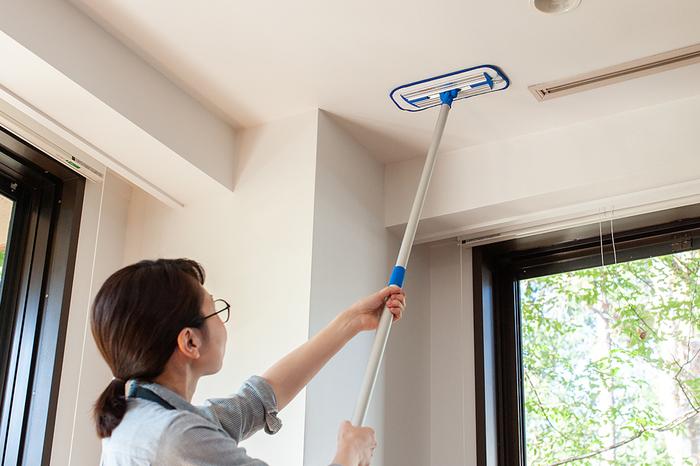 重さはペットボトル一本分くらいの530gほどで軽いから、腕が疲れることなく天井や壁もラクラク拭けます。カビ防止で、お風呂場を使い終わったあとの水気の拭き取りなどに活躍しそうですね。