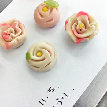 和菓子派のお母さんには練り切り風のあんスイーツはいかがでしょうか?本当の練り切りは作るのが大変ですが、こちらは手軽に作れるアレンジレシピ。簡単でしかも可愛く仕上がるので、ぜひお試しください♪