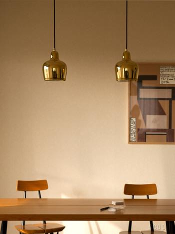 フィンランドの歴史あるレストラン「Savoy」の照明として作られたこちらのライト。通称「ゴールデンベル」と呼ばれ、ころんとした形と真鍮の輝きが魅力です。お部屋が高級感のあるクラシカルな印象に!