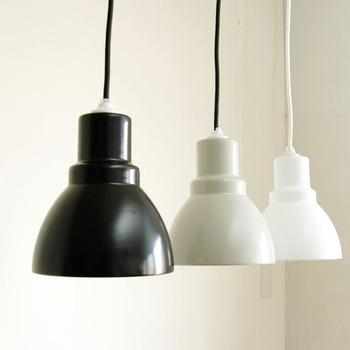 カラーはブラック、グレー、ホワイトの3色。クールな雰囲気のお部屋にも、ナチュラルな雰囲気のお部屋にも合わせられそうです。