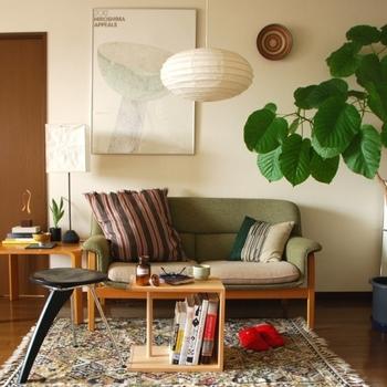 こちらは幅51cm×高さ26cmの楕円形。和室はもちろん、洋風のインテリアにもマッチします。和紙からこぼれる優しい明かりに癒やされますよ。