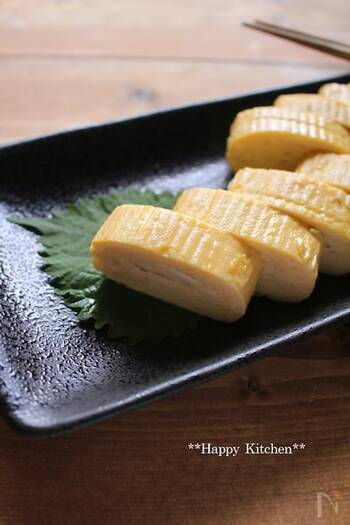 上質なだし巻き卵は、焼酎や日本酒によく合いますね。こちらは、お口の中にじゅわっとだしが広がる柔らかめのだし巻き。お店のような本格的な味わいで、自慢の一品になりそうです。
