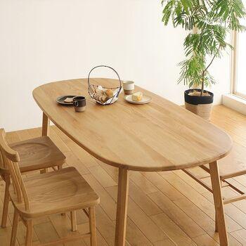 また、反りや割れが生じにくく、硬く強度が高いため耐久性の必要な大型家具や、床材としても選ばれている樹種です。 長く愛用したいこだわりの家具や住まいの内装に選ばれているのもうなずけますね。