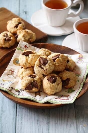急にダルゴナコーヒーを飲みたくなったとき、おうちにある材料でぱっと作れるクッキーもおすすめ◎ バターがなくても作れるのでお手軽です♪