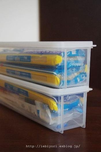 100均でもパスタ保管容器は入手できます。密閉性があるので、中途半端に残ったパスタも袋に入れたままの状態で保管できます。