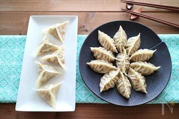 エレガントな印象の、ドレープ餃子(画像右側)。水餃子や蒸し餃子でも人気の包み方です。
