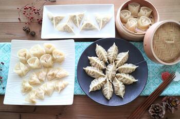 ユニークな餃子の包み方は、マンネリ化傾向のお家の食事においても、きっと素敵な変化をもたらしてくれるはず* 笑顔のあふれる食卓をお楽しみください。