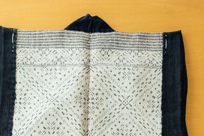 衣類が貴重だった時代、一着の着物を大切に着ていた。写真は「二重刺し」と呼ばれるもの。生地が弱くなってくると、模様の隙間をさらに糸で刺し埋めて補強した