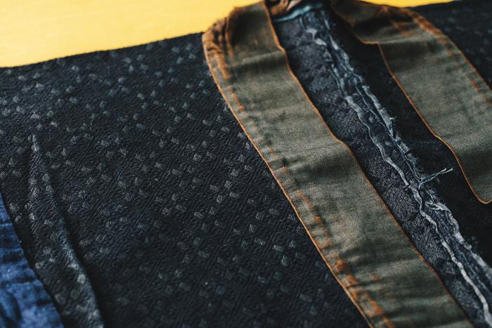 こちらは「染めこぎん」と呼ばれるもの。着ているうちに白糸が汚れてくると、藍で染め直した。また、白く鮮やかな紋様は若さの象徴であり、年配者が着用していたことから「アバ(老人)こぎん」とも呼ばれる