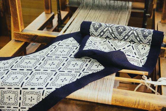 こぎん刺しの着物帯。布目を張りを保ちながら刺していくため、熟練の技が必要