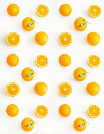 はじめにご紹介する「オレンジスイート」は名前の通り、甘酸っぱい柑橘系の親しみやすい香りです。刺激が少なく、希釈濃度に気をつければ妊娠中や小さなお子さまがいる家庭でも利用できるので、アロマ初心者さんにもオススメです。