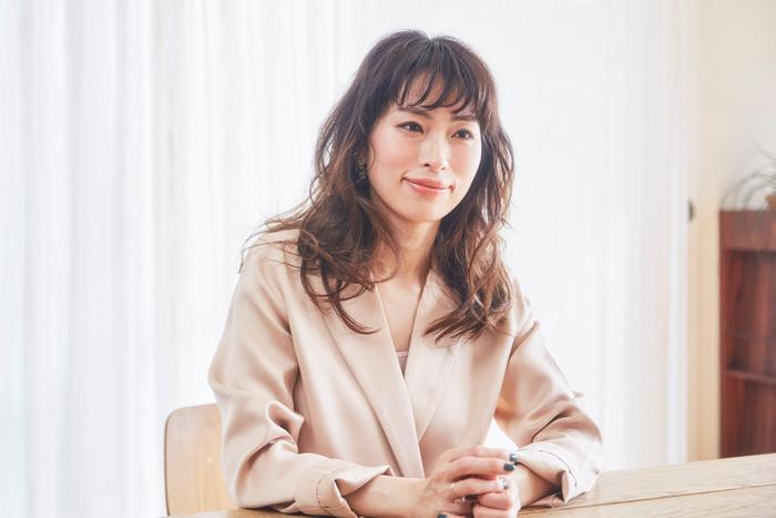 【岡本 静香】「心地よく、美容を楽しむ」をテーマに、美容家として雑誌掲載、イベント登壇、取材など精力的に活動中。これまでに4冊の著書を出版。