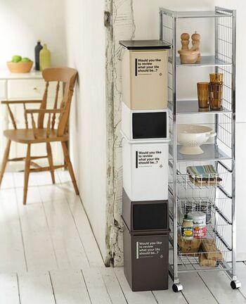 キッチン以外で出るおうちゴミは、ゴミを捨てやすい動線上にゴミ箱を設置すると集めやすくなります。ゴミをサイドテーブルやソファについ置きっぱなしにすることがなくなると、おうちがすっきり片付いていきます。