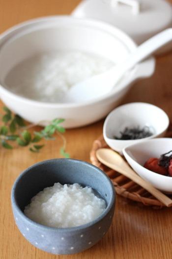ご飯を炊くのが得意なル・クルーゼのお鍋なら、離乳食のおかゆ作りもおまかせ!ぜひ、ル・クルーゼのお鍋で作ってみてください。こちらは、基本のおかゆのレシピ。お子様の成長に合わせて、お米のやわらかさを調整してあげてくださいね。