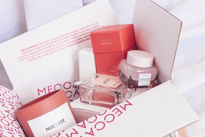 導入美容液はデパートやドラッグストアで購入することが可能です。さらに、インターネットのみで販売しているものや、SNSで人気の韓国コスメブランドも取り扱っています。