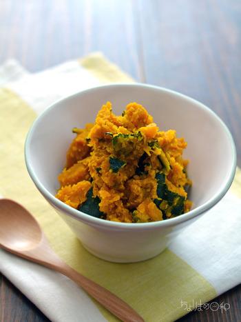 かぼちゃ、みそ、バター、みりんで作る簡単で美味しい「みそバタかぼちゃ」。しかもレンジで作れるので鍋も使わず、あたためている間に他の料理ができ、さらに時短になるありがたレシピです。コクがあり、ほっこり美味しい仕上がりに何度もリピしたくなりそう。